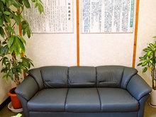 博鍼灸院待合室ソファ